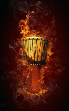 drums: Tambor africano en el fuego