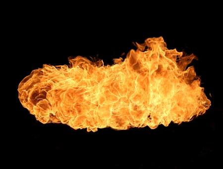 resplandor: Llama de fuego aisladas sobre fondo negro
