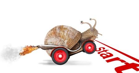Caracol de Speedy, como piloto de coches. Concepto de velocidad y el éxito. Las ruedas son borrosas a causa de movimiento. Aislado sobre fondo blanco