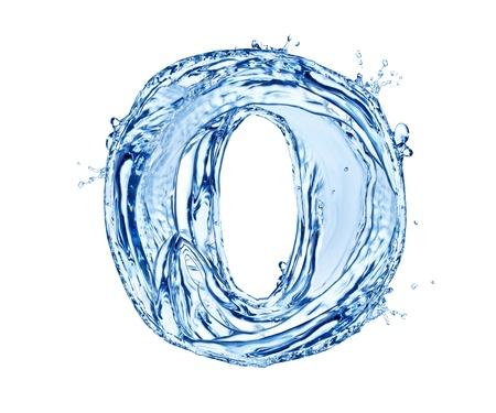 Numero di spruzzi di acqua realizzato, isolato su sfondo bianco