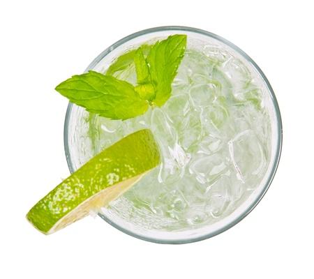 coctel de frutas: Mojito bebida de vista superior, aislado en fondo blanco Foto de archivo