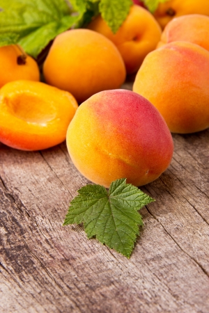 apricot jam: Fresh apricots on wooden table