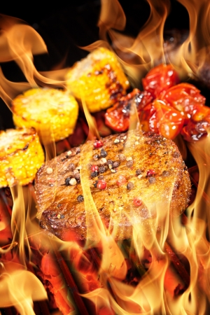 Delicious grilled steak with vegetable Stock Photo - 14815693