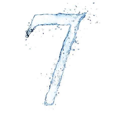 sept: Les projections d'eau chiffre �7� isol� sur fond blanc Banque d'images