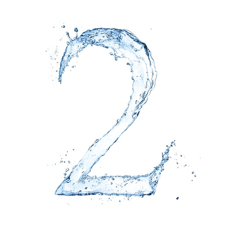 "agua liquida carta: El agua salpica n�mero ""2"" aislado sobre fondo blanco"