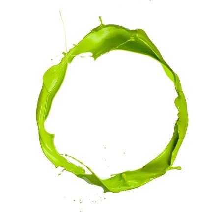 白い背景の上の緑の塗料スプラッシュの分離ショット