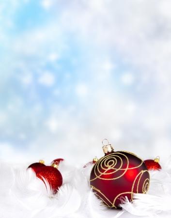 pluma blanca: Bolas de la Navidad en las plumas blancas