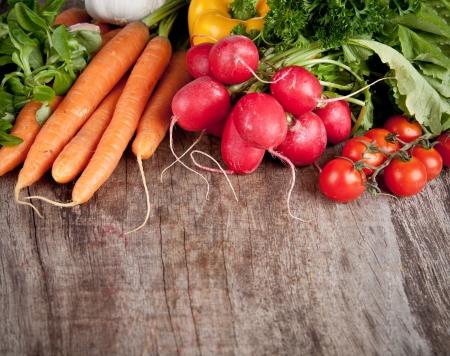 product healthy: Verdure fresche sul tavolo in legno Archivio Fotografico