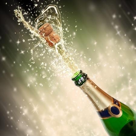 bouteille champagne: Thème de célébration avec le champagne éclaboussures