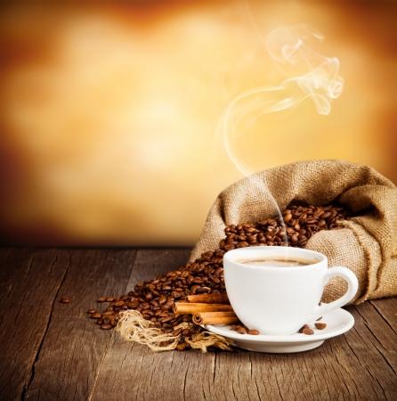 sacco juta: Caff� natura morta con spazio libero per il testo