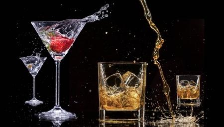 Alcohol drinks with splashes, isolated on black background photo