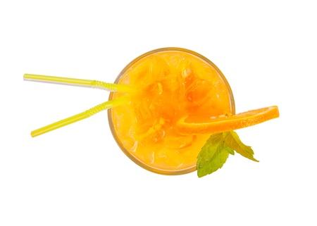 jugo verde: Coctel fresco del verano de la vista superior, aislado en fondo blanco
