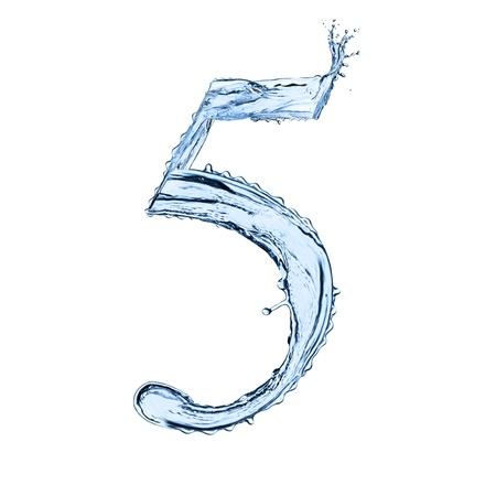 水はね数字「5」黒の背景上に分離されて