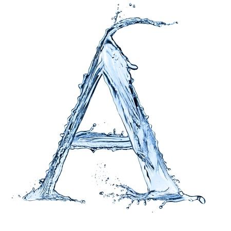 """물 밝아진 문자 """"A""""검은 배경에 고립"""