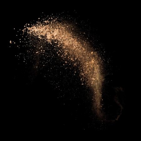 Isolated make-up powder with brush on black background Imagens