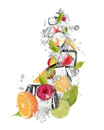 Ice Obst auf weißem Hintergrund isoliert Standard-Bild - 21405095
