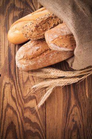 various kinds of bread on wood Zdjęcie Seryjne