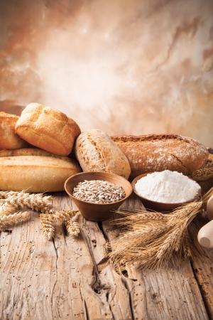 harina: Varios ingredientes tradicionales de la cocina para la preparaci�n de pan Foto de archivo