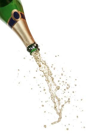 Fles champagne met splash op witte achtergrond Stockfoto