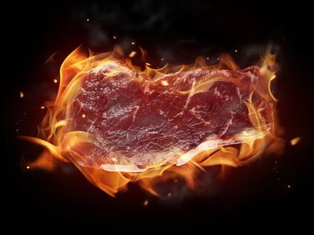 steak cru: Steak cru sur le feu Banque d'images