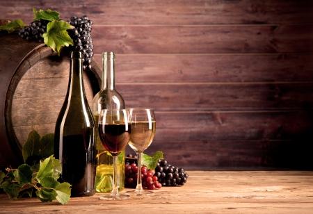 bodegas: Naturaleza muerta de vino con barril de madera