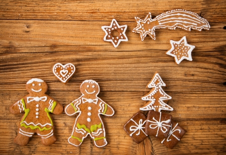 나무에 전통 진저 쿠키와 크리스마스 아직도 인생
