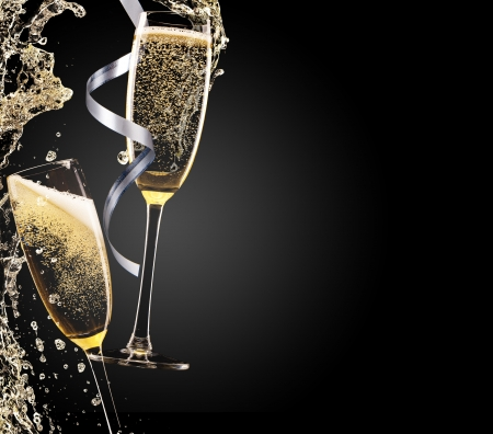 Glass of champagne with splash, isolated on black Stockfoto