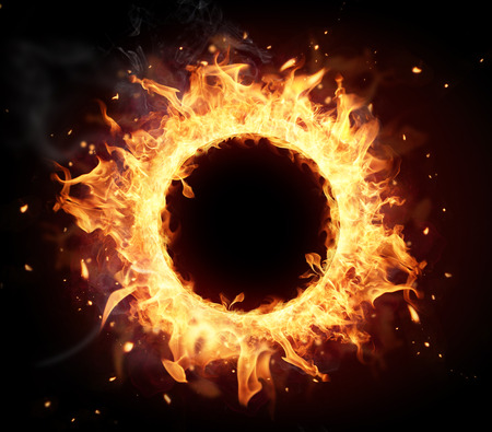 Brand cirkel met vrije ruimte voor tekst geà ¯ soleerd op zwarte achtergrond Stockfoto