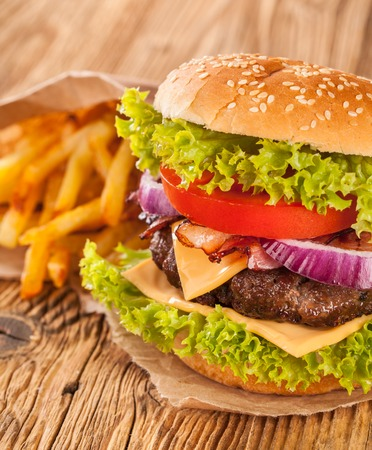 pomme: tasty beef burgers on wooden table Stock Photo
