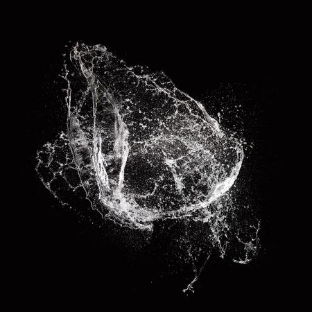 agua splash: Chapoteo del agua aislado en el fondo negro