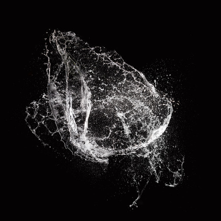 Water splash isolée sur fond noir Banque d'images - 32507398