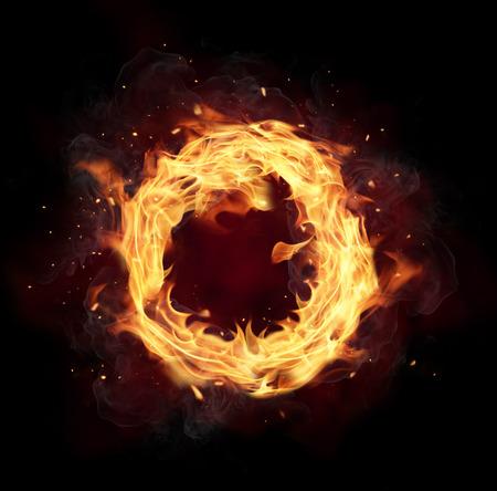 Círculo de fogo com espaço livre para texto. isolado no fundo preto Foto de archivo