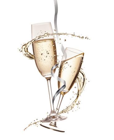 celebra: Dos copas de champán con salpicaduras, aislados en fondo blanco