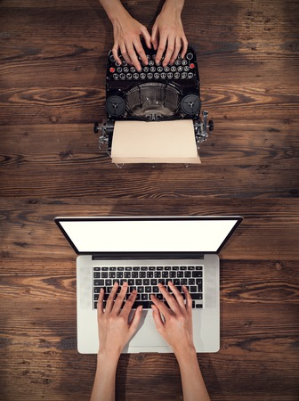 Old typewriter with laptop, concept of technology progress 스톡 콘텐츠