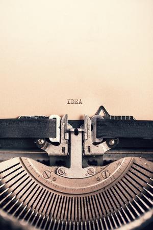 maquina de escribir: Detalle de la m�quina de escribir retro con mensaje