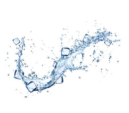 La chute des glaçons dans les projections d'eau isolé sur fond blanc Banque d'images - 42247351