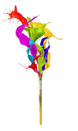 흰색 배경에 페인트 브러시에서 튀는 색깔 된 페인트 밝아진 스톡 콘텐츠