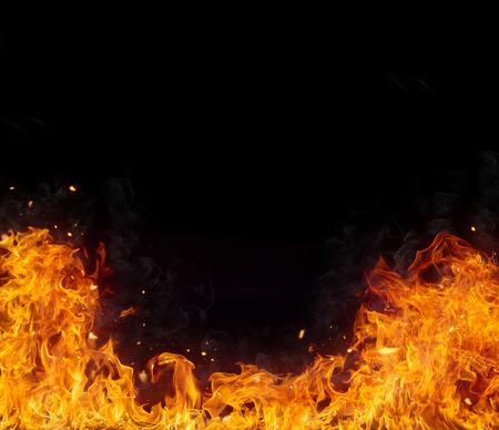 amarillo y negro: Llamas de fuego de fondo, aislado en el fondo negro