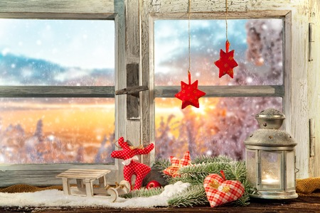 Atmospheric Christmas window sill decoration with beautiful sunset view Archivio Fotografico