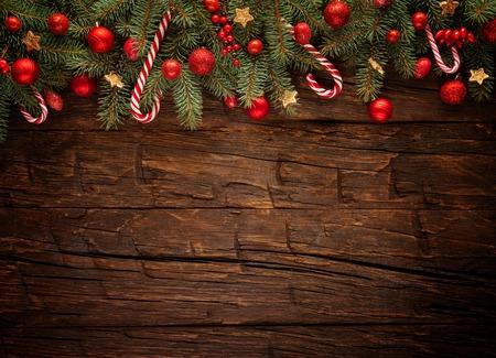 木の板の装飾とクリスマスのモミの木。テキスト用の空き容量 写真素材