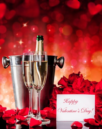 flores de cumpleaños: Valentines still life with champagne and red roses with blur abstract background. Copyspace for text