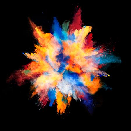 couleur: Explosion de poudre de couleur, isolé sur fond noir