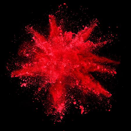 검정색 배경에 고립 된 빨간색 가루의 폭발 스톡 콘텐츠