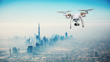 Drone fliegen über Dubai Stadtpanorama bei Sonnenaufgang