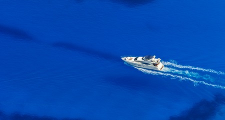 Aerial view of single yacht in azure sea, vacation and travel concept 版權商用圖片