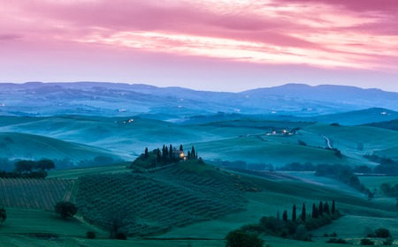 agriturismo: Famous Tuscany Belvedere farm house in sun rise, Italy Stock Photo