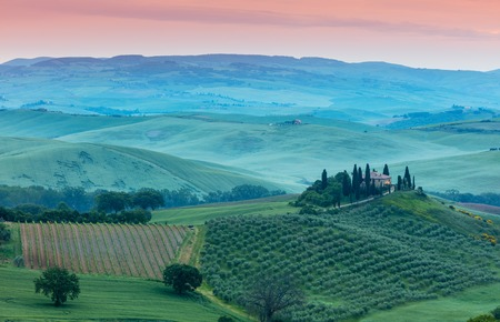Famous Tuscany Belvedere farm house in sun rise, Italy Stock fotó