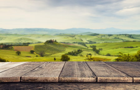 Empty wooden planks with Italian landscape on background. Ideal for product placement Standard-Bild