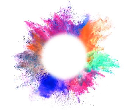 Explosion von farbigem Pulver mit leeren Raum für Text, isoliert auf weißem Hintergrund Lizenzfreie Bilder