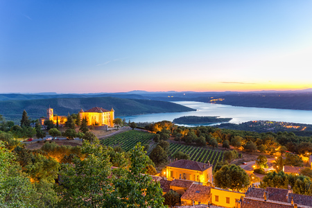 Aiguines, Gorges du Verdon, Provence - Alpes - Cote dAzur, France, in beautiful evening light 版權商用圖片
